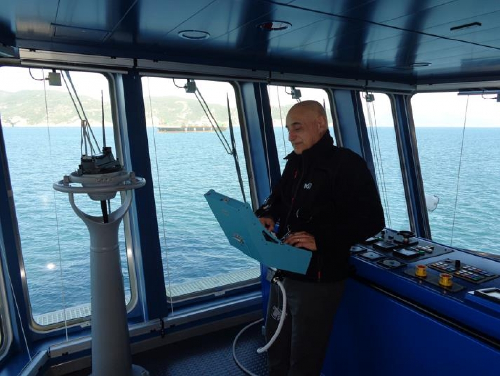 vessel positioning system The dynamic positioning system is mostly used in research vessels and in some  naval vessels it consists a gps, azimuth and bow thrusters when a certain.